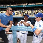 Wilmer Valderrama chats with players (L.A. Dodgers/Jon Soohoo)