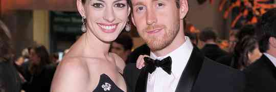 Just Married! Anne Hathaway Weds Adam Shulman Saturday In California!