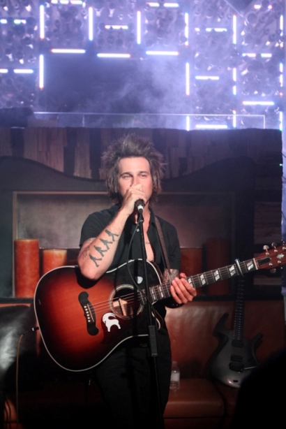 Ryan Cabrera performs  an acoustic set at Hyde Bellagio in Las Vegas March 28. (Arlene Richie/JPI Studios)