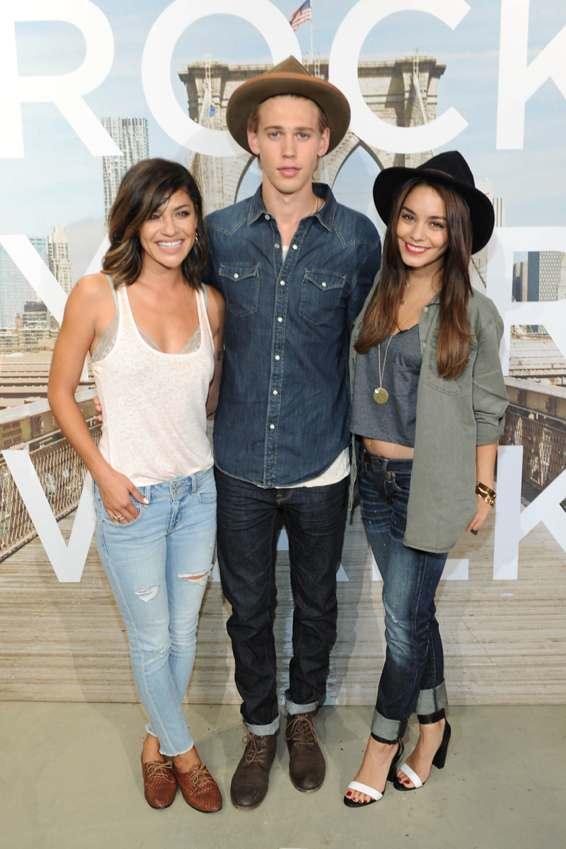 Jessica Szohr hangs out with Vanessa Hudgens and her boyfriend Austin