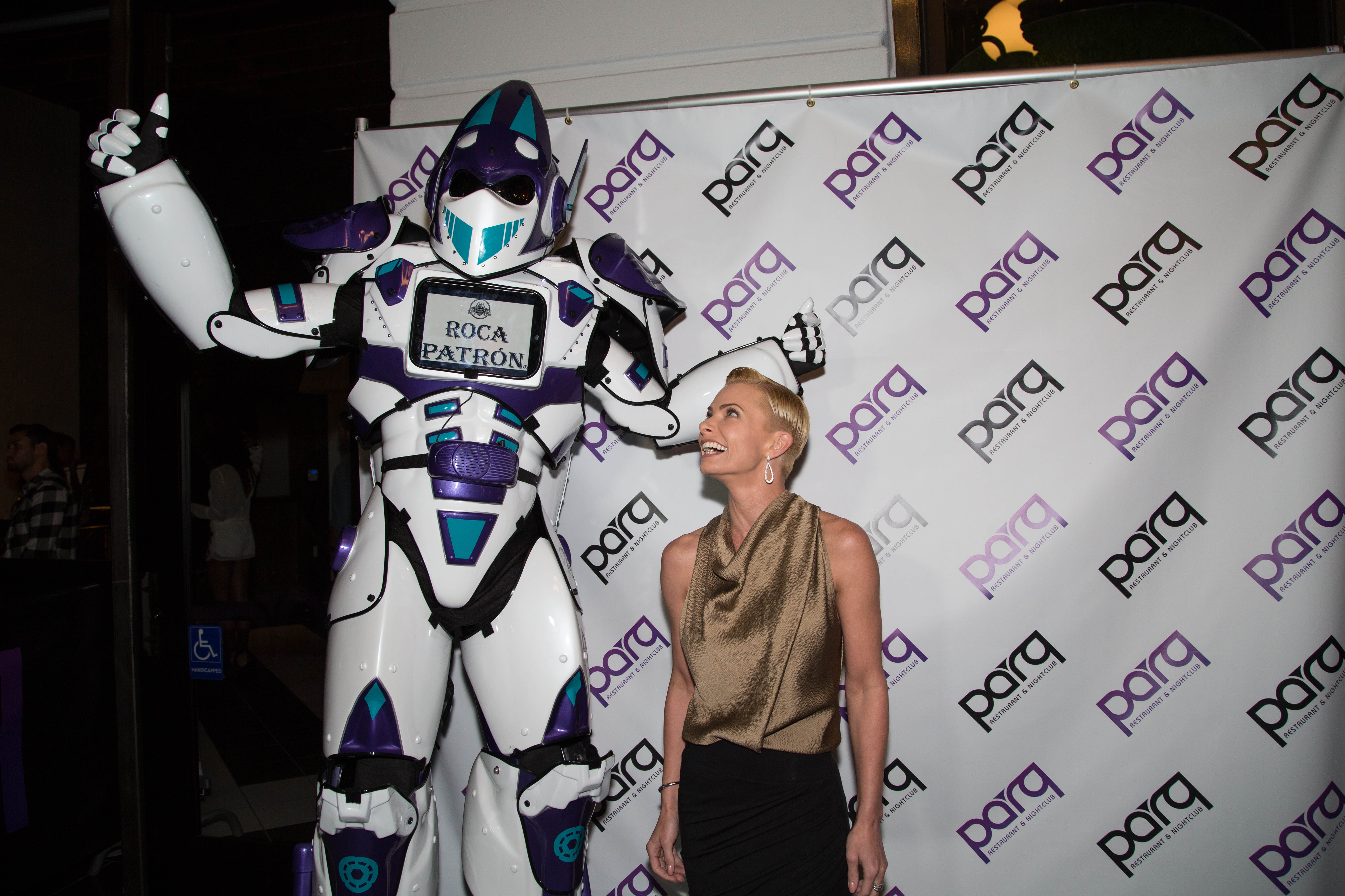 Jaime Pressly (in Helmut Lang and Christian Louboutin Shoes) gets acquainted with Parq Restaurant & Nightclub's 10-foot-tall foot robot — aka Parq Rocatron — at its grand opening on Oct. 25. (Julien Jollon)